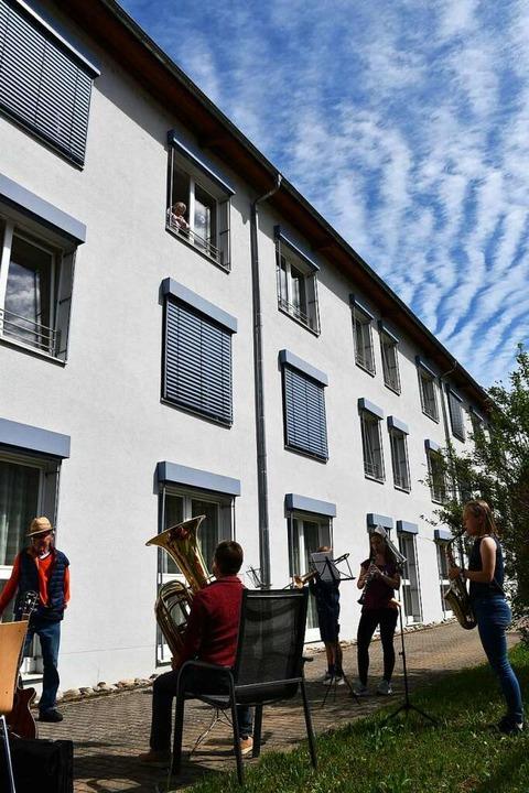 Bewohnerinnen und Bewohner wurden am S...r oder vm Balkon aus lauschen konnten.    Foto: Müller