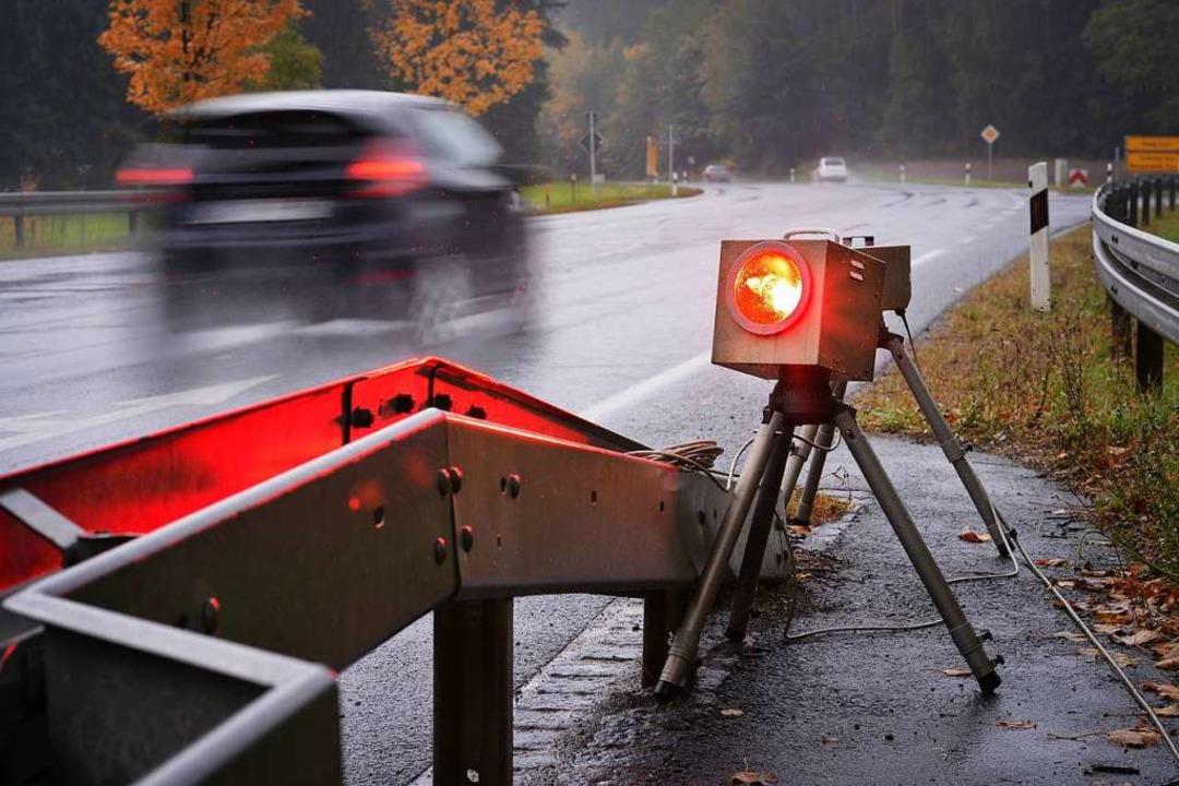 Überall in Deutschland − so auch...Geschwindigkeit des Verkehrs gemessen.    Foto: David-Wolfgang Ebener (dpa)