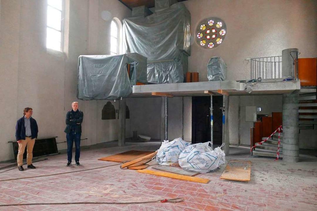 "Pfarrer Christian Lepper und Architekt...e ""fehlt"" schon ein Stück.    Foto: Sylvia Sredniawa"