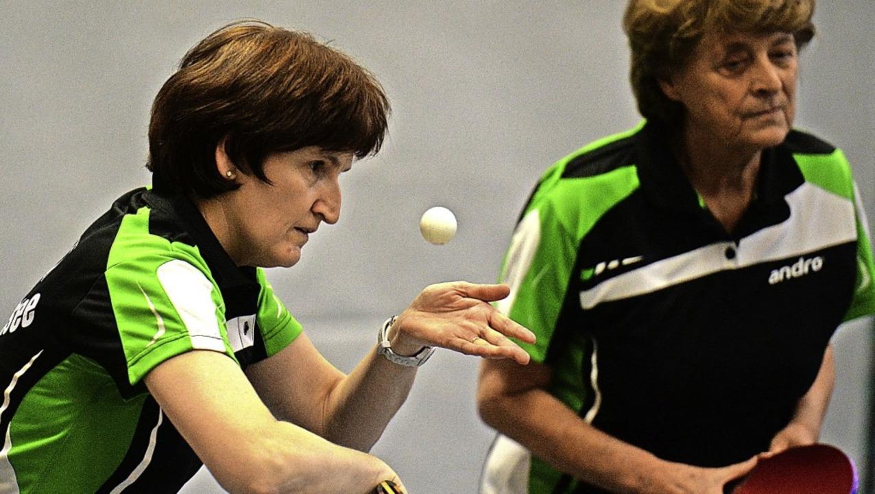 Heidi Isele (links) und Inge Volk vom ...ei Niederlagen das zweitbeste Doppel.   | Foto: Patrick Seeger