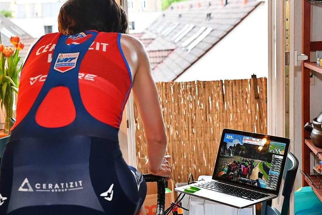 Auf dem Laptop sieht Hammes stets, wo ...ndet und wie ihre Leistungswerte sind.  | Foto: Achim Keller