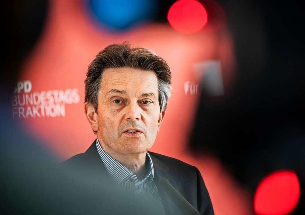 Rolf Mützenich hatte   dafür plädiert,...waffen von deutschem Boden abzuziehen.  | Foto: Michael Kappeler (dpa)