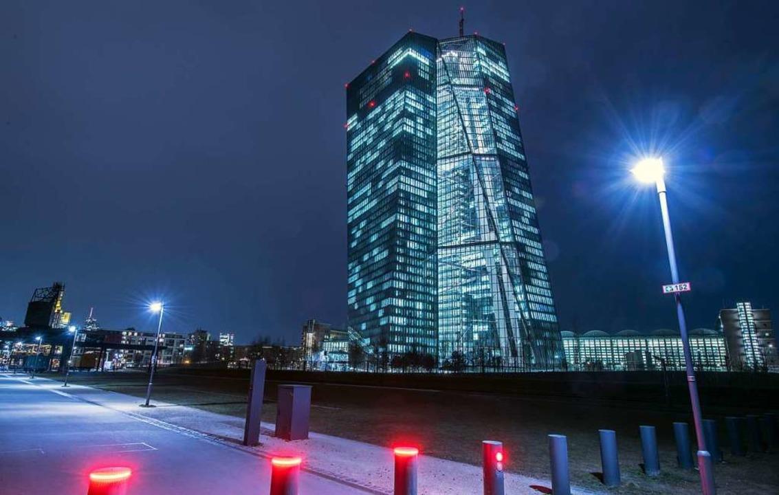 Die europäische Zentralbank in Frankfu...rhältnismäßigkeitsprüfung nachreichen.    Foto: Boris Roessler (dpa)