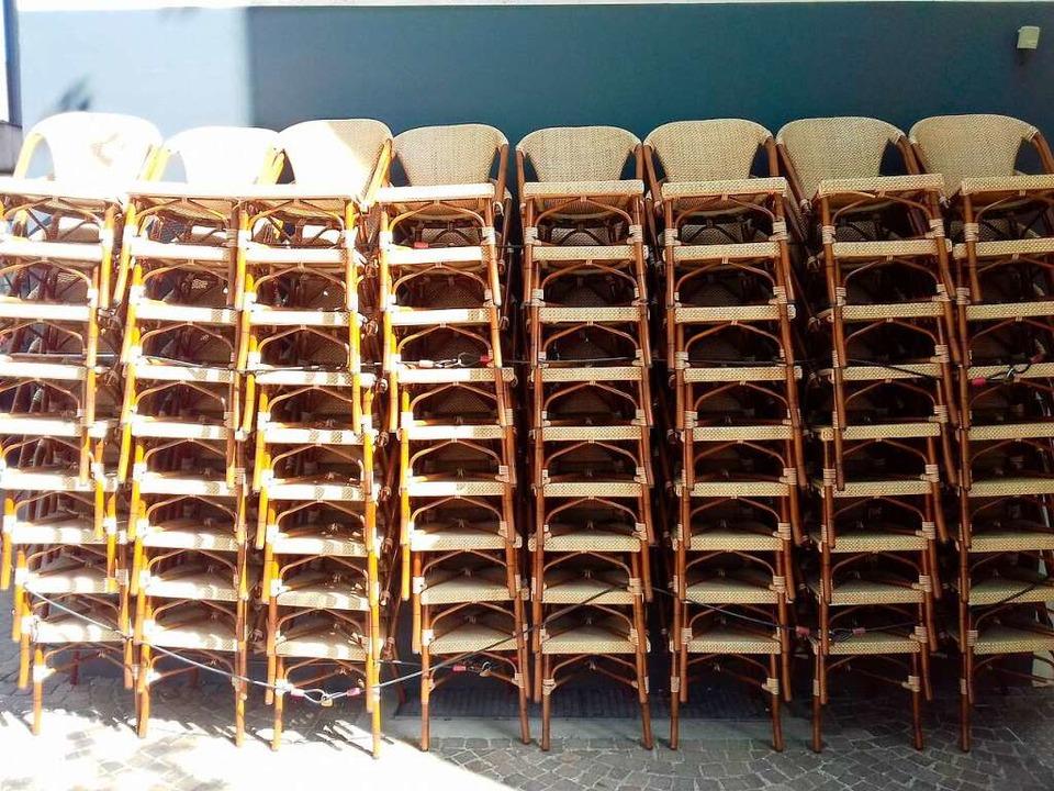 Wann werden diese Stühle wieder in Lör... stehen? Die Branche fordert Klarheit.    Foto: Peter Gerigk