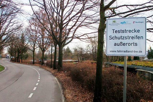 Schutzstreifen sollen außerorts Straßen für Radfahrer sicherer machen