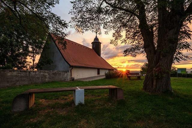 Idyllischer Sonnenaufgang am Michaelsberg bei Riegel