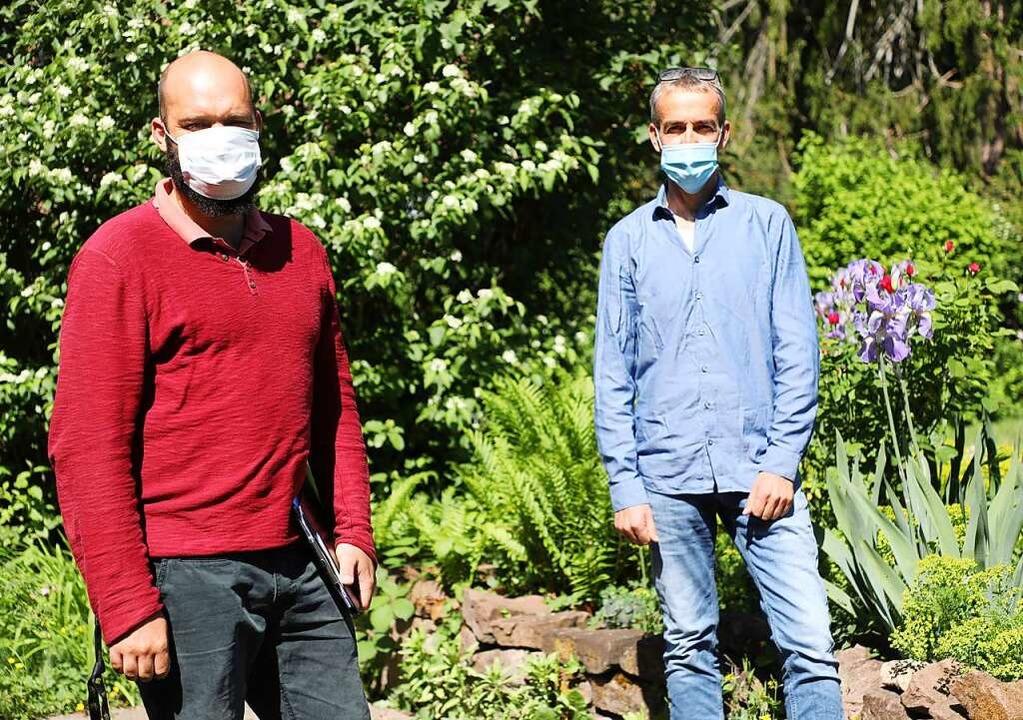 Mit Mundschutz und Abstand: Stephan Li...mann Gilsbach von der Drogenhilfe Lahr  | Foto: Christoph Breithaupt