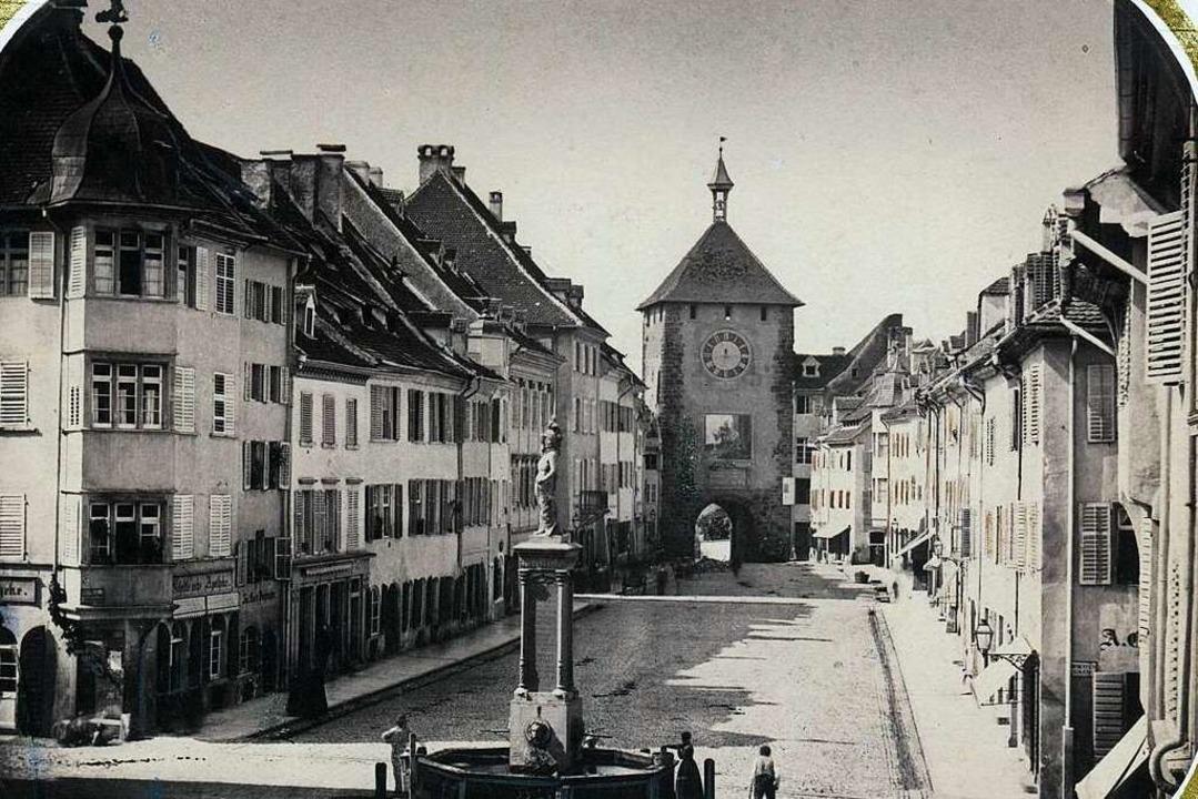 Die Kaiserstraße mit Bertoldsbrunnen und Martinstor, aufgenommen um 1855  | Foto: Gottlieb Hase / Augustinermuseum