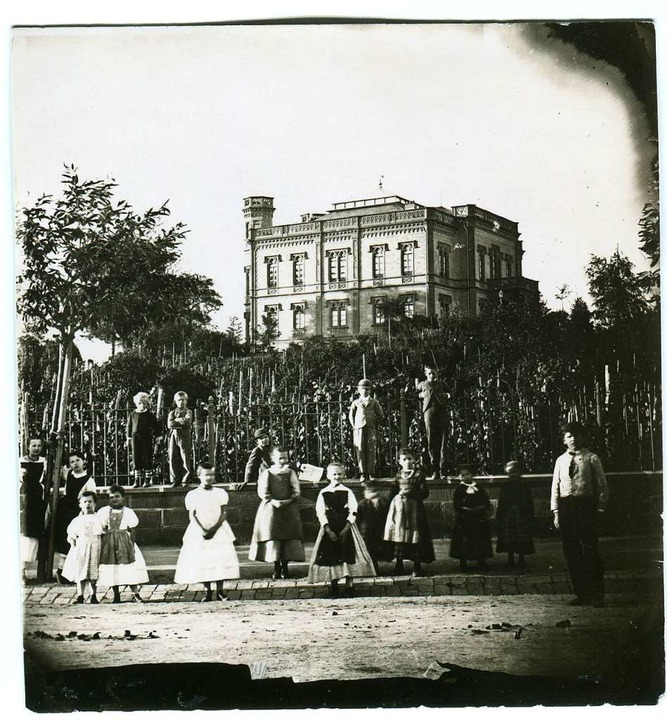 Das Colombischlössle mit Kindern an de...ottlieb Theodor Hase  um 1865 gemacht.  | Foto: Gottlieb Hase/Augustinermuseum