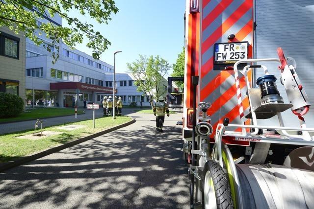 Rauch aus dem Siphon löste Großeinsatz am Freiburger Diakoniekrankenhaus aus