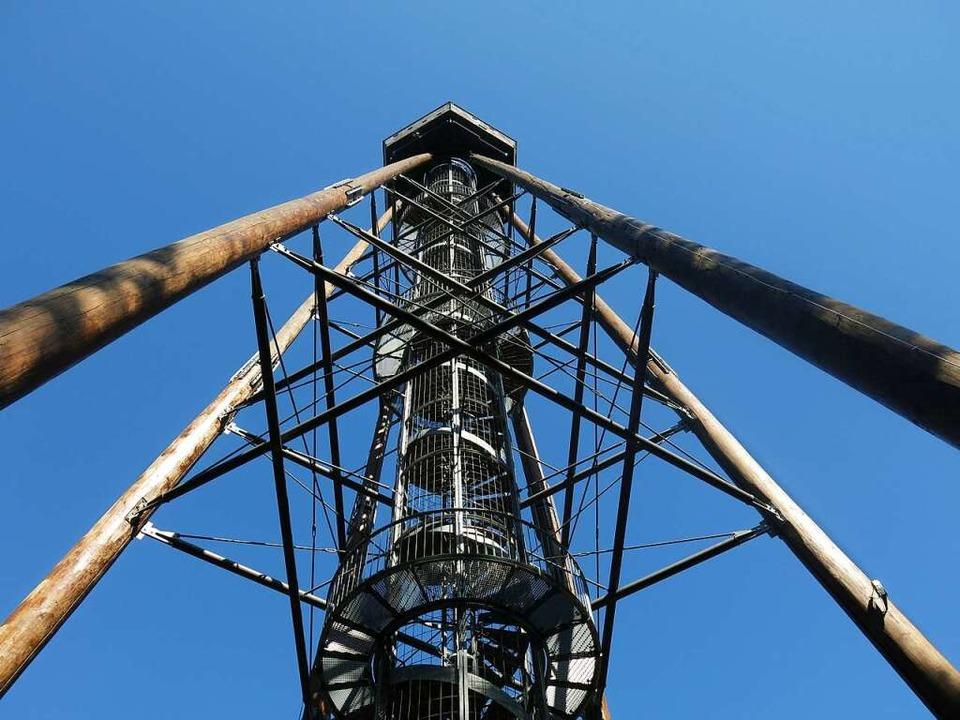 Lange Wochen war corona-bedingt nur der Blick hinauf zum Turm möglich.  | Foto: Georg Voß