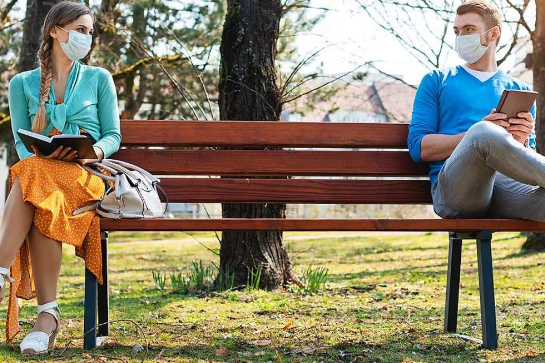 Abstandhalten ist in Corona-Zeiten geb...n im Park aber nicht unbedingt tragen.  | Foto: Kzenon  (stock.adobe.com)