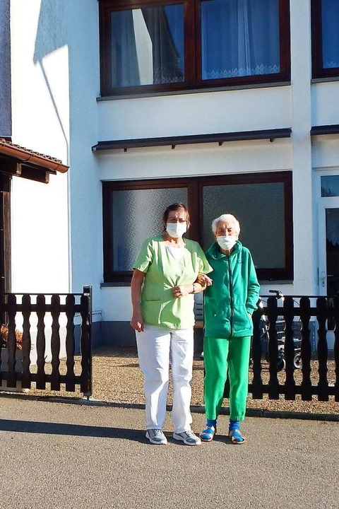 Im Seniorenstift Sonnenrain in Herrisc... des Coronavirus nur zu zweit möglich.  | Foto: Wolfgang Adam