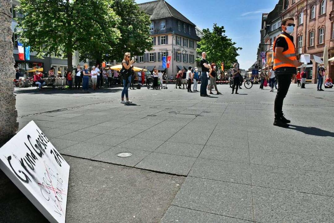 Die erste Demo  in Lörrach gegen Corona-Einschränkungen    Foto: Barbara Ruda