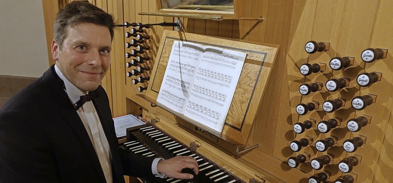 Hier an der Orgel: Bezirkskantor und Kirchenmusikdirektor Christoph Bogon  | Foto: Roswitha Frey