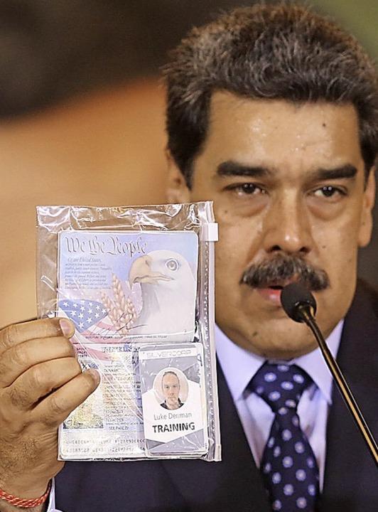 Nicolas Maduro, Präsident von Venezuel...rger, die an der Operation teilnahmen.    Foto: Marcelo Garcia (dpa)