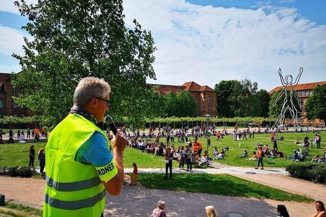 Rund 400 demonstrieren in Offenburg gegen Einschränkungen des Grundgesetzes