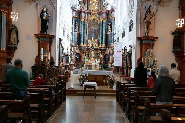 70 Gläubige besuchen Gottesdienst im Bad Säckinger Münster
