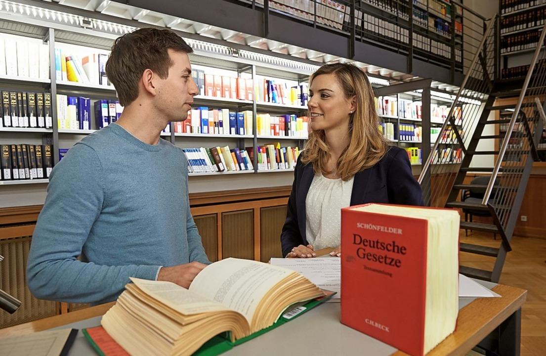Als Studierende sind angehende Rechtsp... und werden auch entsprechend bezahlt.  | Foto: Thomas Frey