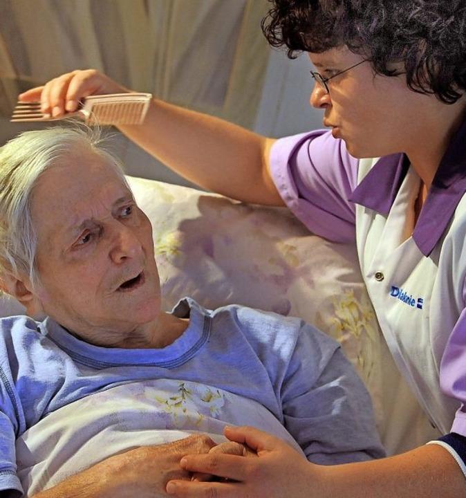 Pflegefachkräfte üben eine wichtige Fu...ser  und den Beruf attraktiver machen.    Foto: Waltraud Grubitzsch