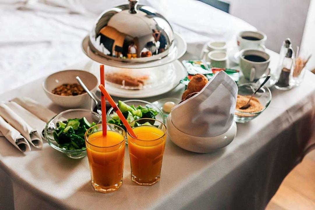 Im Hotel Rheinsberg in Obersäckingen w... dem Zimmer essen können (Symbolbild).  | Foto: Andrey - stock.adobe.com