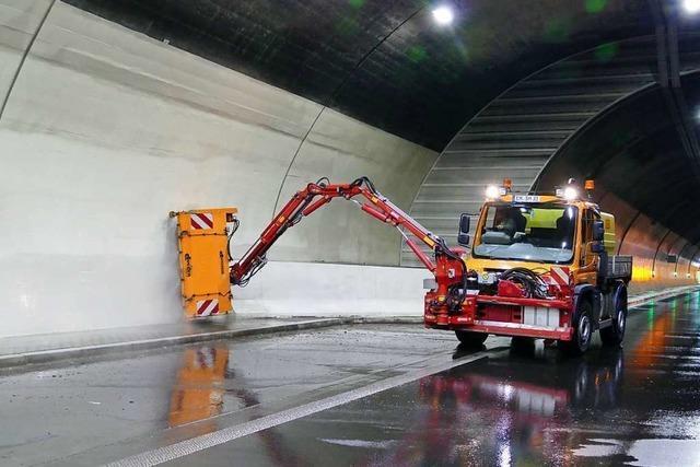 Systemcheck und Tunnelputzete im Hugenwaldtunnel bei Waldkirch