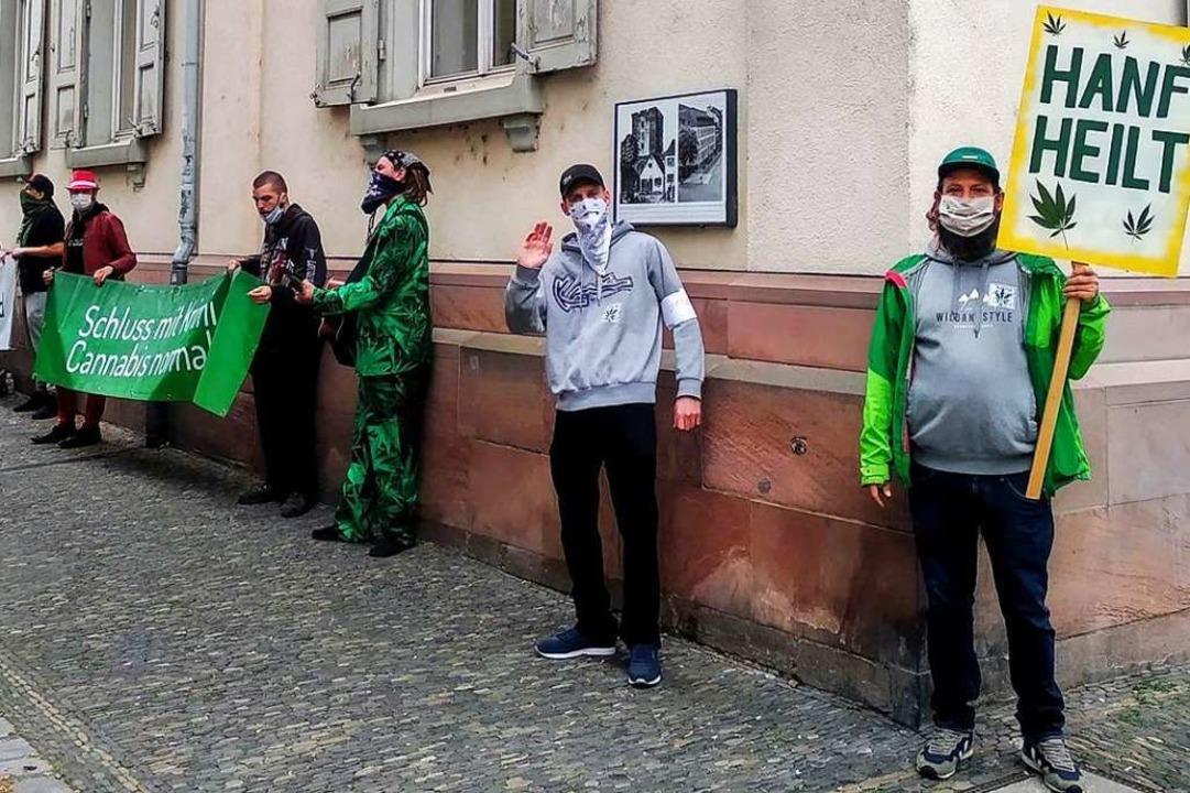 Wie bereits am ersten Prozesstag (Bild...ssgegner vor dem Amtsgericht Freiburg.    Foto: Privat
