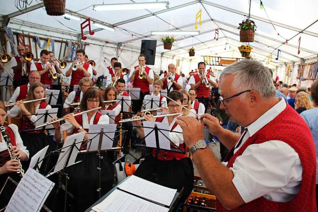 Volle Festzelte mit Musik, wie hier be...der Corona-Pandemie nicht vorstellbar.  | Foto: Mario Schöneberg