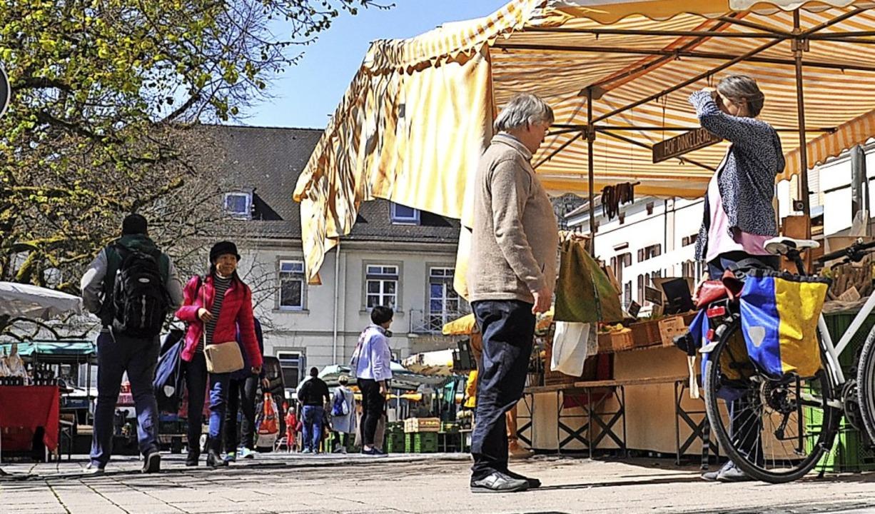 Auf dem Wochenmarkt muss ab Samstag eine Maske getragen werden.    Foto: Nicolai Kapitz