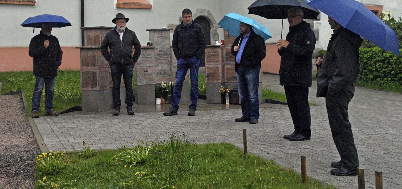 Der Ibacher Gemeinderat diskutierte au...Erdurnengräber angelegt werden sollen.  | Foto: Karin Stöckl-Steinebrunner