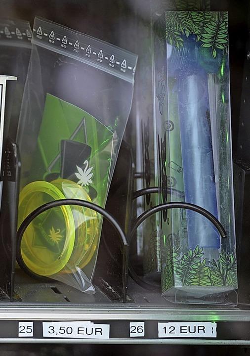 In Trier werden Cannabis-Blüten im Automaten verkauft.  | Foto: Harald Tittel