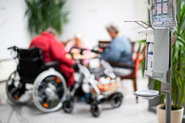 Neue Corona-Verordnung: Lahrer Heimleiter hält Besuch von zwei Personen für gewagt