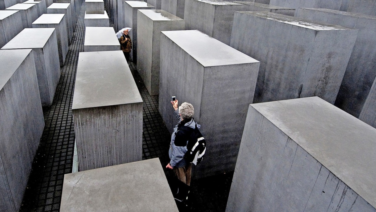 Sinnbild der deutschen Geschichte: das... eröffnete Holocaust-Mahnmal in Berlin  | Foto: Robert Schlesinger (dpa)