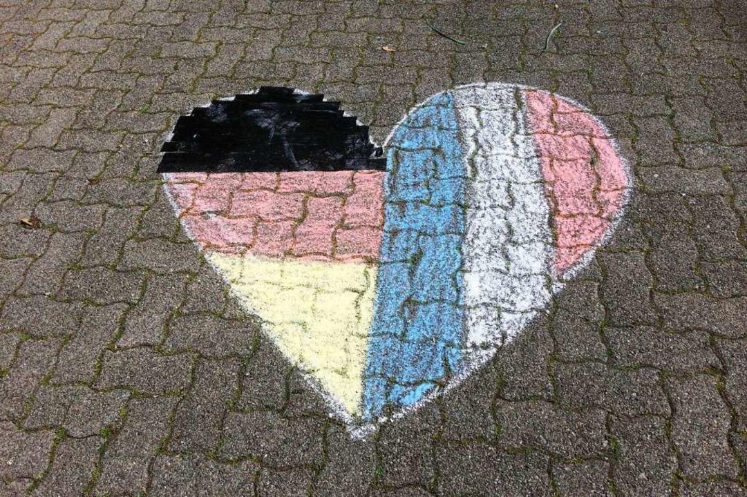 Kreidezeichnung vor dem Deutsch-Französischen Gymnasium in Freiburg    Foto: Bärbel Lampe