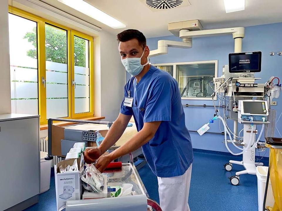 Daniel Buss arbeitet auf der Intensivstation des Kreiskrankenhauses Lörrach.  | Foto: Kliniken des Landkreises Lörrach