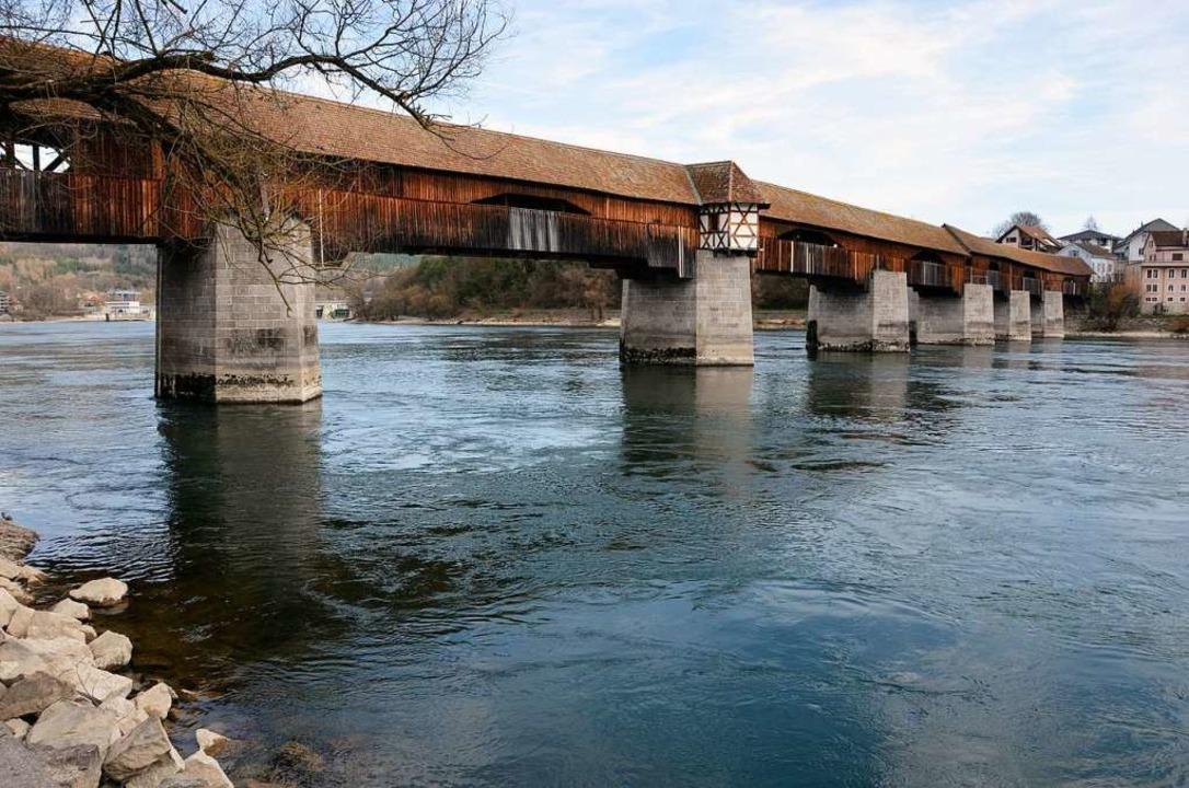 Die Holzbrücke, die Bad Säckingen mit ...iegelt  – und ist es noch jetzt.    Foto: Felix Held