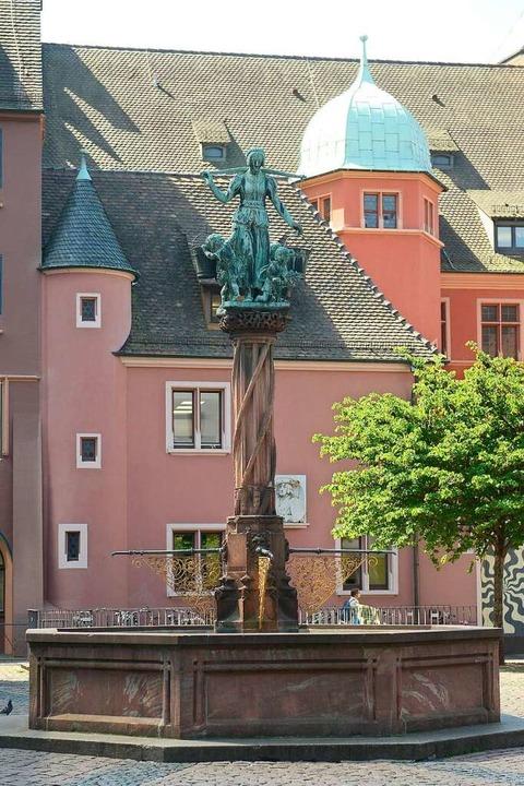 … und der Rau-Brunnen heute.    Foto: Ingo Schneider
