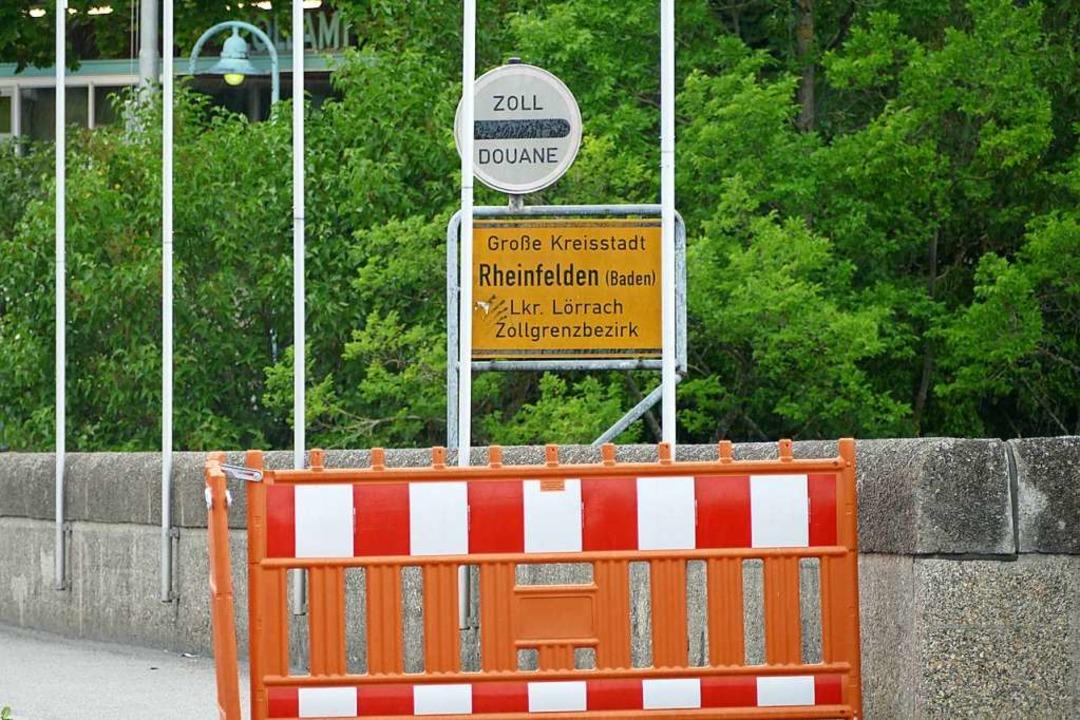 Die Grenze auf der alten Rheinbrücke in Rheinfelden  | Foto: Ralf H. Dorweiler