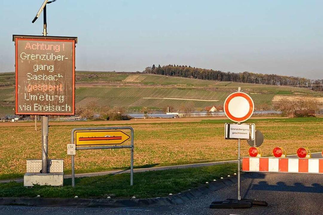 Noch ist die Straße Richtung Marckolsh...perrt, doch das soll sich bald ändern.  | Foto: Roland Vitt
