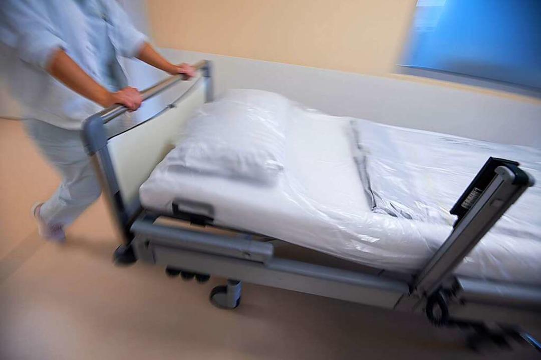 Die Krankenhäuser stehen derzeit im Ze...esses und damit auch die Pflegekräfte.  | Foto: Marijan Murat (dpa)
