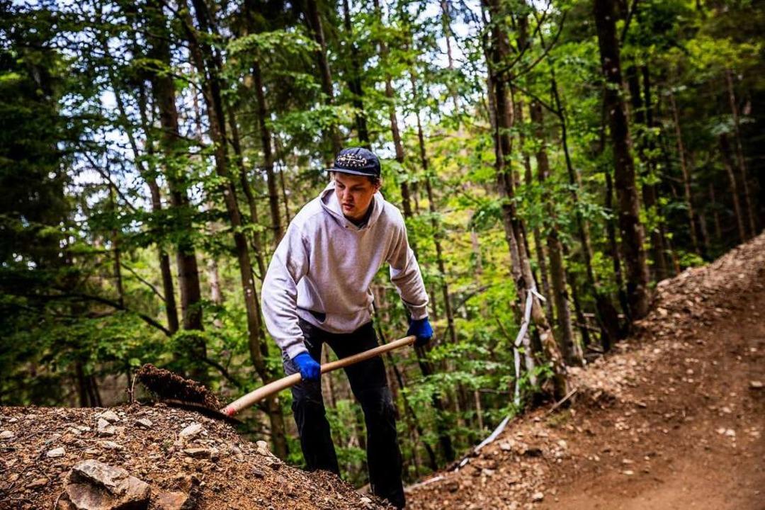 Hannes Schurian und seine Kollegen vom...e Mountainbike-Abfahrten am Hasenhorn.  | Foto: Sebastian Sternemann