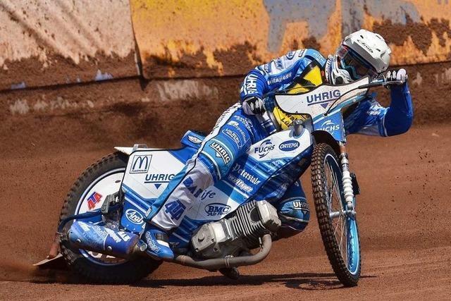 Nach Wochen der Pause dreht Max Dilger wieder Runden auf seinem Motorrad