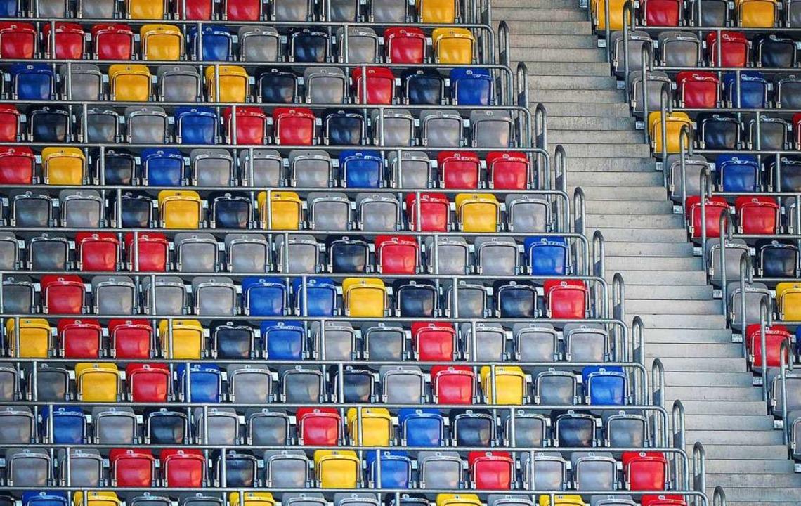 Ab Samstag die neue Normalität: leere Ränge im Bundesligastadion.  | Foto: Jonas Güttler (dpa)
