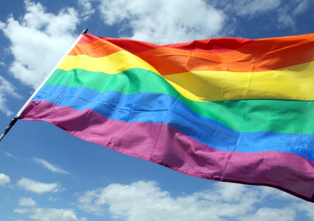 Die Regenbogenfahne als Zeichen für Toleranz und Akzeptanz.   | Foto: Wolfgang Kumm