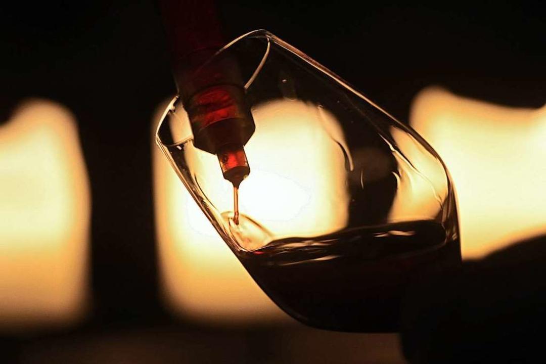 Zur Online-Weinprobe werden Wein und Sekt vorab zugeschickt.  | Foto: Fredrik von Erichsen