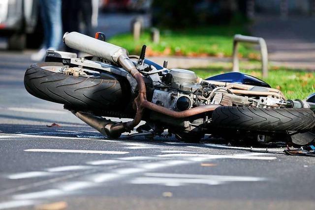 Schwere Unfälle mit Motorrädern – ein Toter