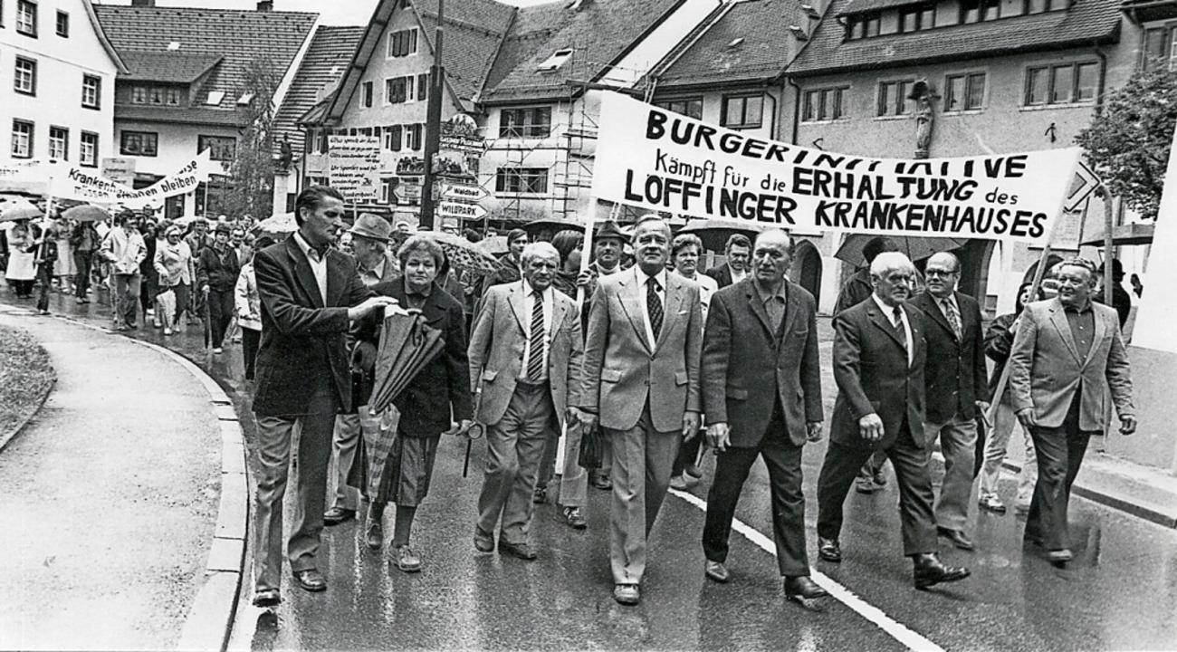 Protest gegen Schließung 1981: Die Löf...aul Bugger (vorne, Dritter von links).    Foto: Archiv Roland Weis
