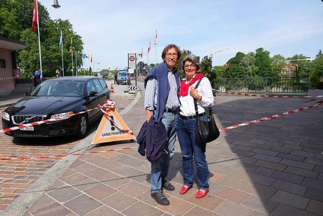 Für dieses Ehepaar ist die Grenze in Rheinfelden wieder spürbar geworden