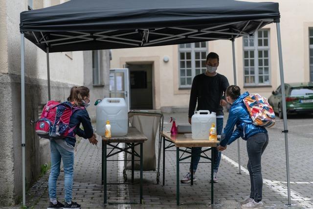 Was Unternehmen und Schulen von den Hygieneregeln halten