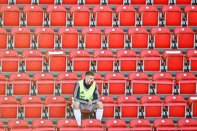 Skelettierter Bundesliga-Fußball nach der Corona-Pause